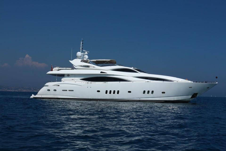 Sea raider yacht for sale sunseeker luxury yacht for Luxury motor yachts for sale