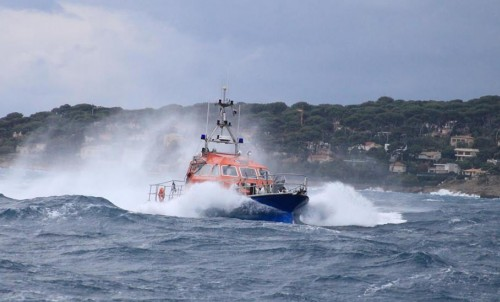 Bluewater raises €1500 for the Antibes Lifeboat