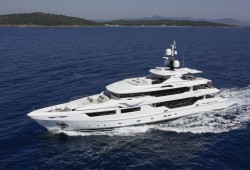 Entourage Luxury Yacht for Charter