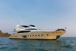 Mia Kai Luxury Yacht for Charter