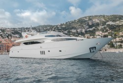 Beija Flore Luxury Yacht for Charter