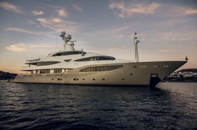 M/Y Light Holic | CRN Ancona