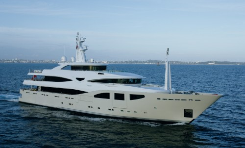 Reduced charter rate in June and September onboard M/Y MARAYA